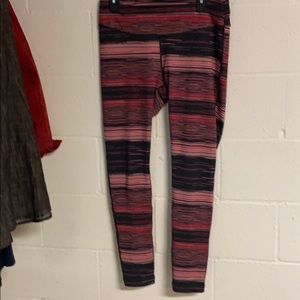 REEBOK work out leggings in cute strip VGC. lg